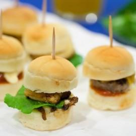 Mini burgers au foie gras et confit d'oignons de Roscoff façon Rossini