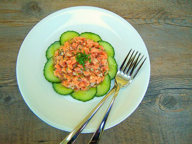 Tartare de saumon à l'huile de homard
