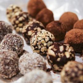 Truffes au chocolat à la fleur de sel de Guérande et aux amandes